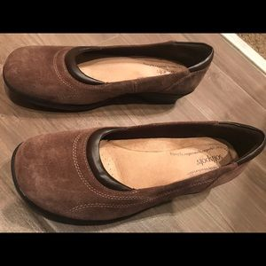 Softspots size 10 brown suede slip on dress shoes